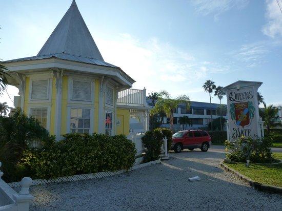 Queen's Gate Resort: Front office of QGR