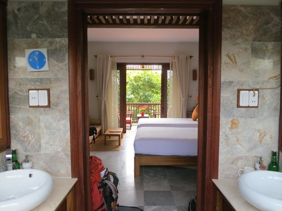 Hoi An Chic Hotel: view through the room