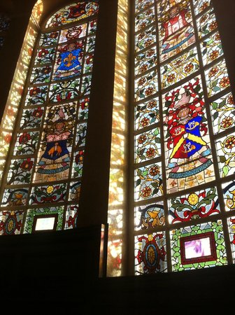 Quebecs: Beautiful stained glass upon entry
