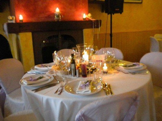 Ristorante La Forra : Tavolo interno con camino