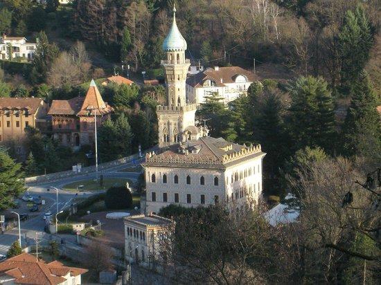 Sacro Monte di Orta: Villa Crespi vista dal sacro Monte