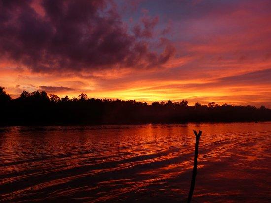 Osman's Homestay: Sonnenuntergang von Osmans Steg aus