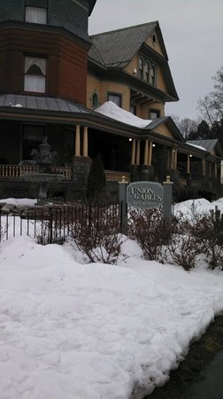 Union Gables Inn: Outside of B&B
