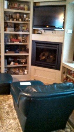Union Gables Mansion Inn : Library Room-Sitting area