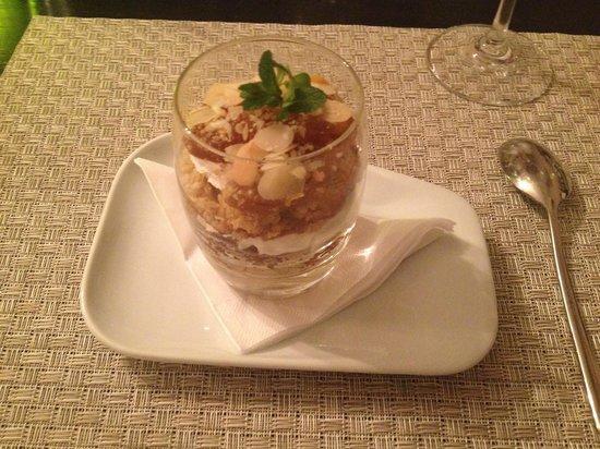 Restaurant Cuvee : Layered apple cake