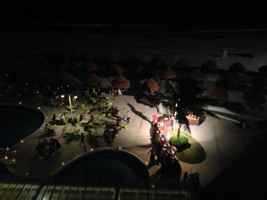 Krystal Cancun: BBQ Dinner on pool deck