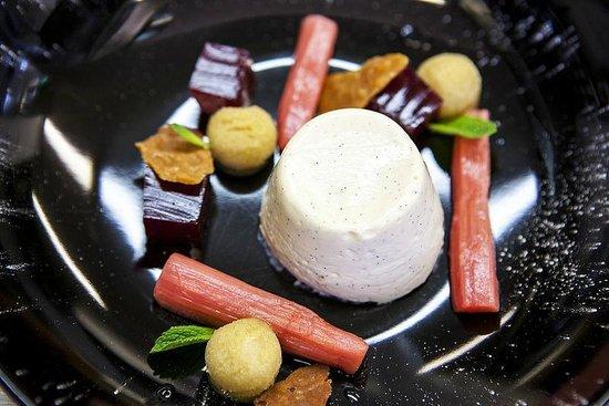 The Wortley Arms: Vanilla pannacotta with rhubarb