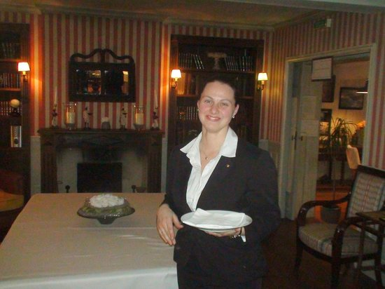 Le Vieux Logis: Our waitress, very effecient