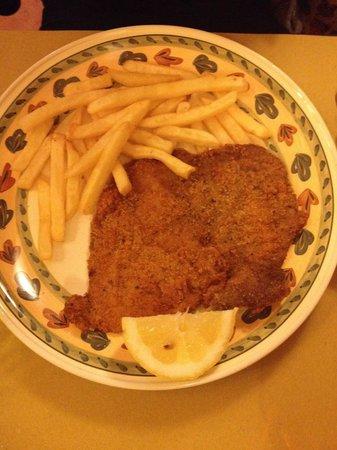 Trattoria Antichi Cancelli: Cotoletta alla milanese con patatine fritte