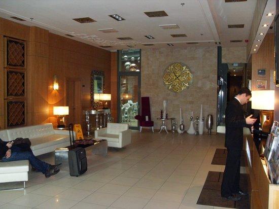 Marmara Hotel Budapest: Reception Area