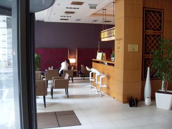 Marmara Hotel Budapest : Bar Area