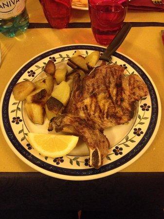 Trattoria Antichi Cancelli: Bistecchina di maiale con patate al forno