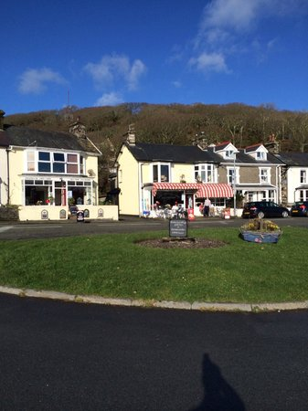 Sea View Tea Rooms: The two cafes