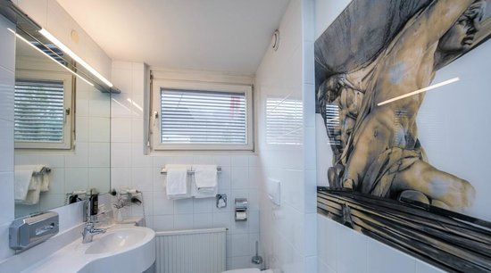 Hotel Neutor: Superior room with balcony bathroom