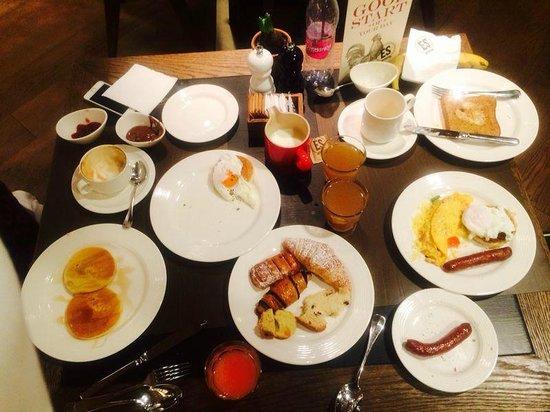 Kempinski Hotel Corvinus Budapest: Sample of Breakfast