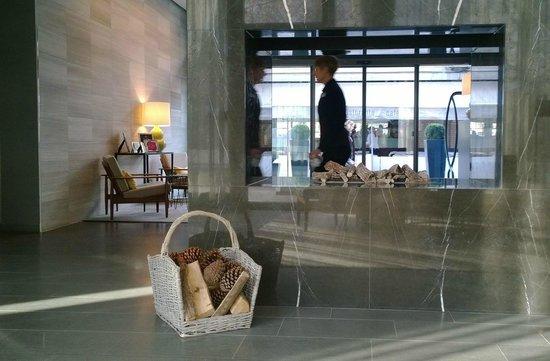 H'Otello K'80: Modern design but still homey & cozy!