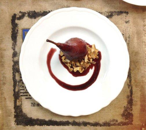 La Maison Du Vin Kurkoff : Poire au vin et aux amandes