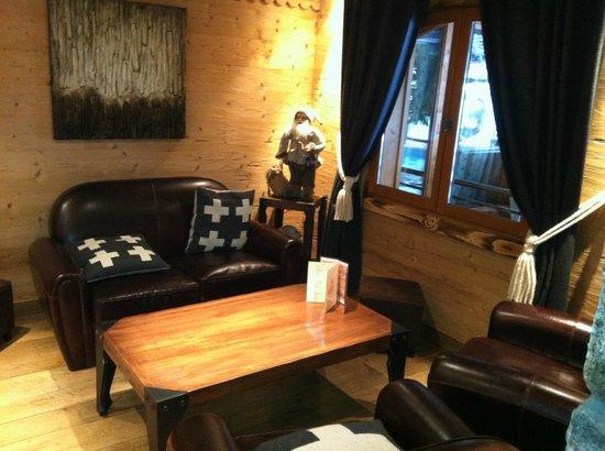 Le Nagano : Petit salon accueil