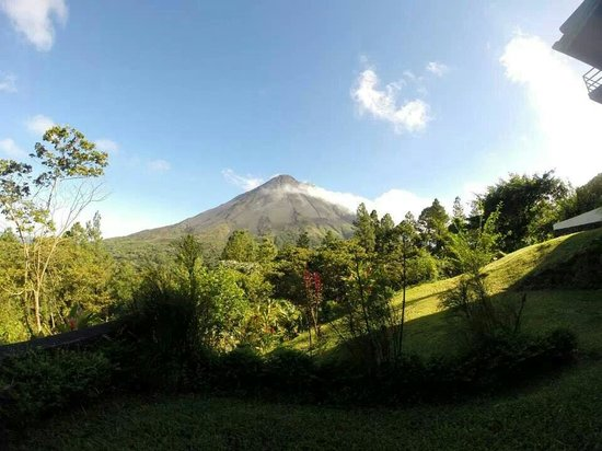 Arenal Observatory Lodge & Spa: Our view from Smithsonian room 33