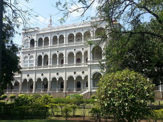 Aga Khan Palace : Side view of the palace