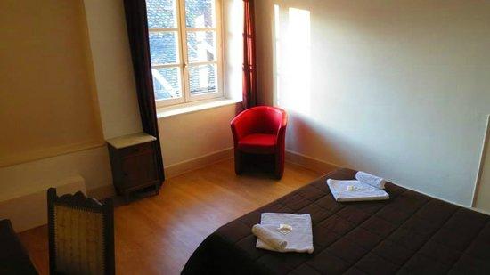 Hotel Patricia: Chambre double avec lavabo.