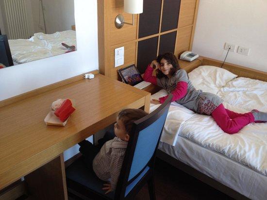 Dolomiti Chalet Family Hotel: Camere minimaliste ma pulite ed essenziali!