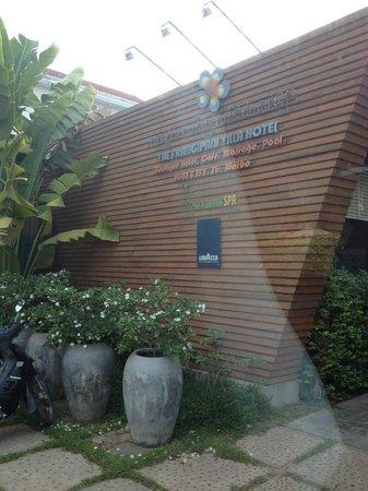Frangipani Villa Hotel, Siem Reap: ホテル入口