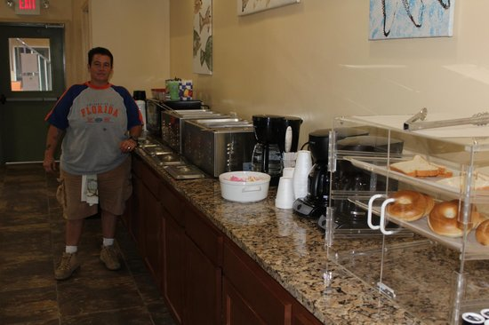 Southern Oaks Inn: Cook with their wonderful breakfast