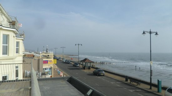 Shanklin Beach Hotel : the view from our balcony