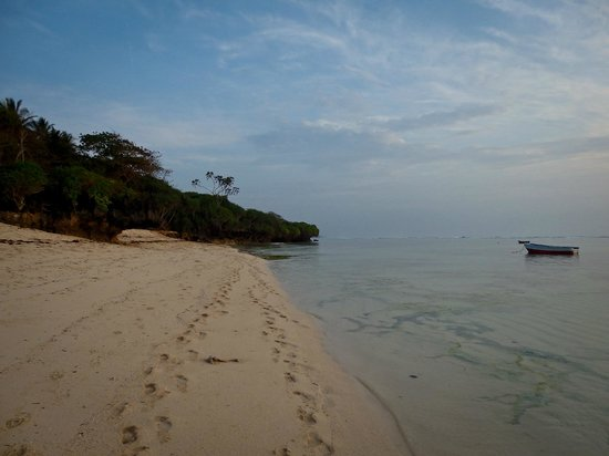 Sand Island Beach Cottages: Middle Tides on Tiwi Beach