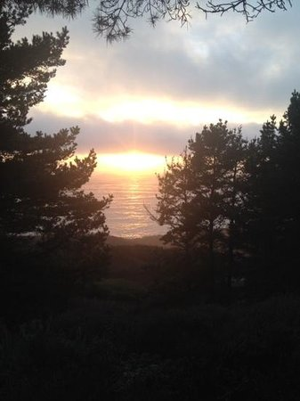 Treebones Resort : Sunset view from our yurt