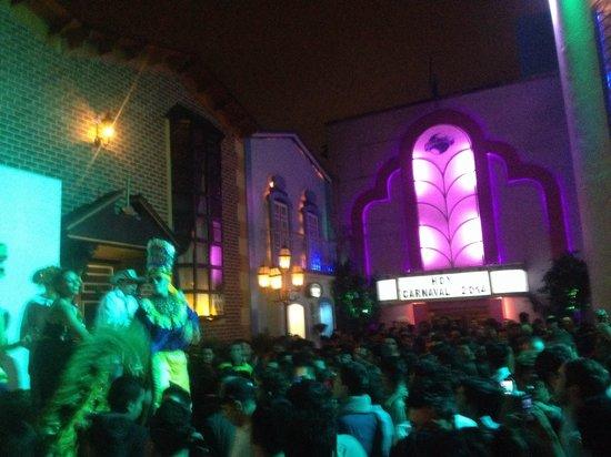 Theatron: Plaza rosa