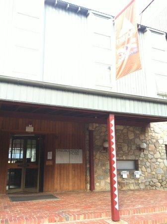 Rydges Thredbo Alpine Hotel: Hotel entrance