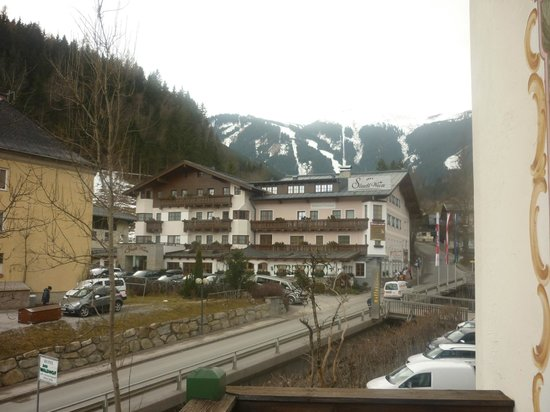 Hotel St. Georg: View from balcony of the pistes to the right