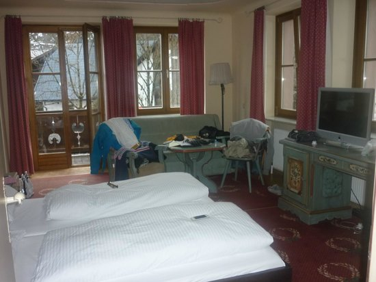 Hotel St. Georg: Room 115 with 4 windows, 2 of which overlook the pistes