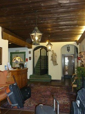 Hotel St. Georg: Entrance and hotel reception desk on left