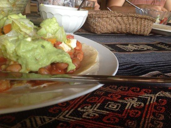 Hostal Pakay : lunch served