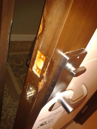Ottoman Palace Taksim Square Hotel: The security lock to the door