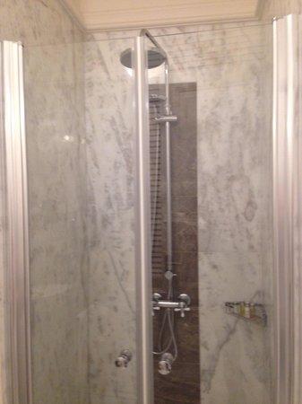 Corinne Hotel: doccia camera matrimoniale Classic con vasca n.31