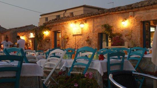 Taverna La Cialoma : le sedie colorate