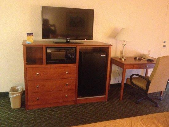 Best Western Thunderbird Motel: Flat screen - Fridge - microwave - working desk