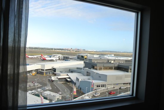Rydges Sydney Airport Hotel: One view to the south from window
