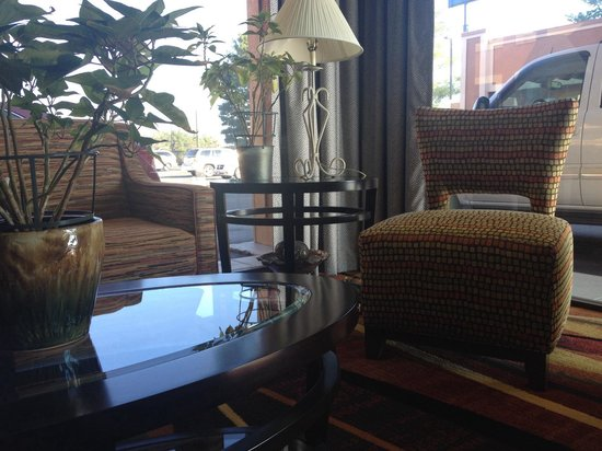 Best Western Thunderbird Motel: Nice lobby area
