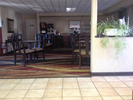 Best Western Thunderbird Motel: Breakfast area