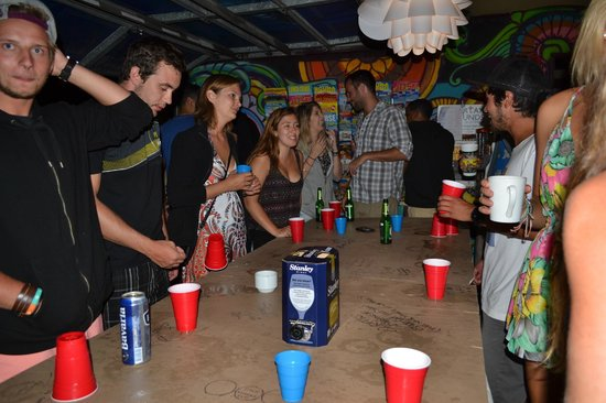 Sleeping Inn Backpackers: Goon pong in common room