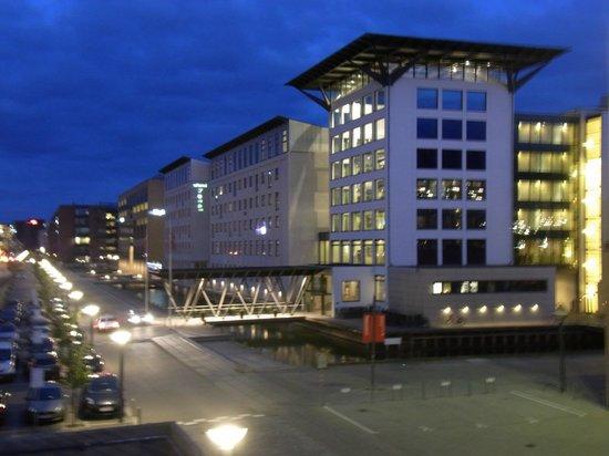 Copenhagen Island Hotel : 運河に浮かぶ