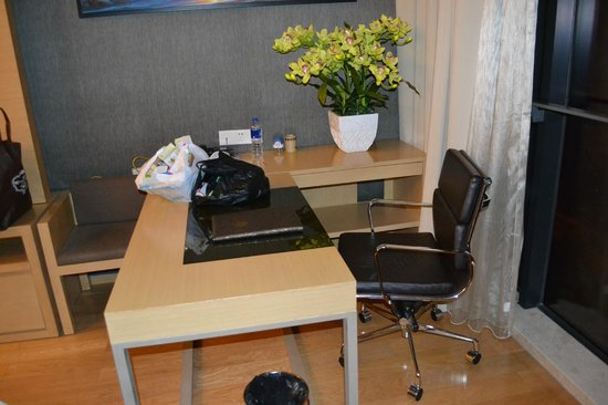 HeeFun Apartment Hotel GZ Poly World Trading Center : рабочий стол