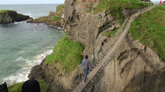 Carrick-A-Rede Rope Bridge: strong rope