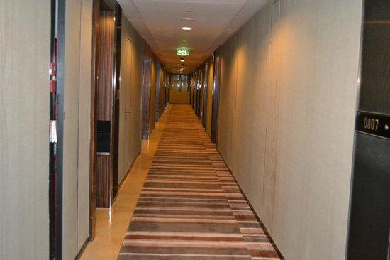 HeeFun Apartment Hotel GZ Poly World Trading Center : коридор