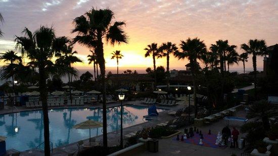 Marriott's Newport Coast Villas: Pool at Sunset